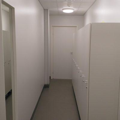 Pukuhuone sisääntulo